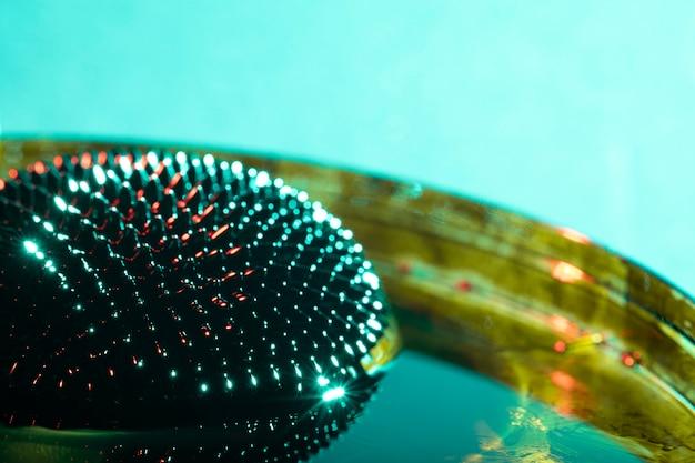 強磁性金属の丸い形のロングショット