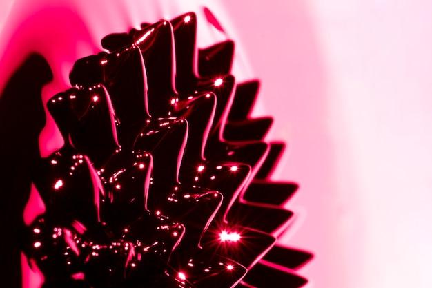 赤いクローズアップ強磁性金属