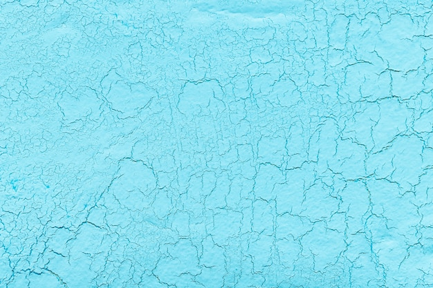 き裂の背景を持つ光の青石灰石膏