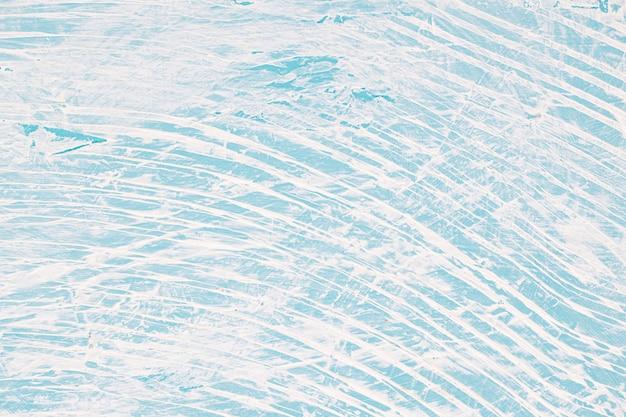 乱雑な青い塗られた壁