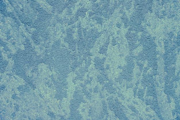 コンクリートの壁に青いペンキ