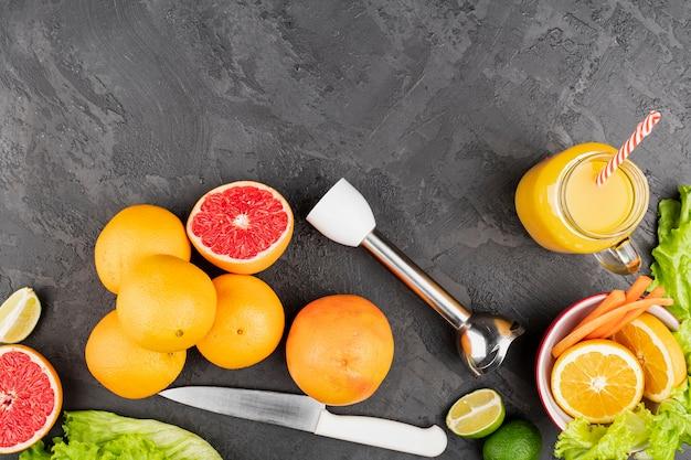 オレンジとトップビューフルーツ
