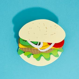 青色の背景にハンバーガーのレプリカ