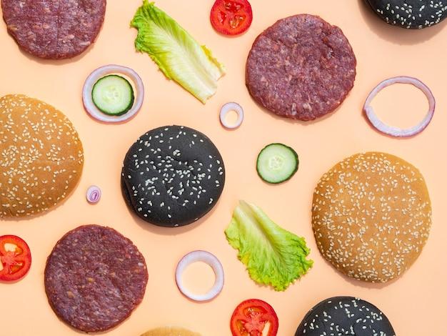ハンバーガーの成分のトップビューの混合物
