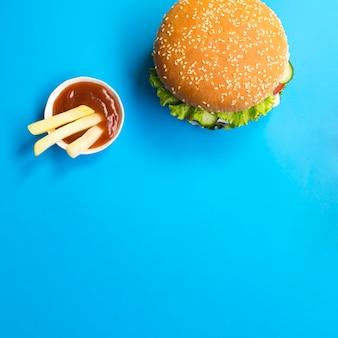 コピースペースを持つハンバーガーのフラットレイアウト