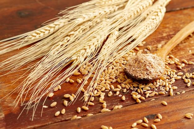 Крупным планом вид пшеницы и семян