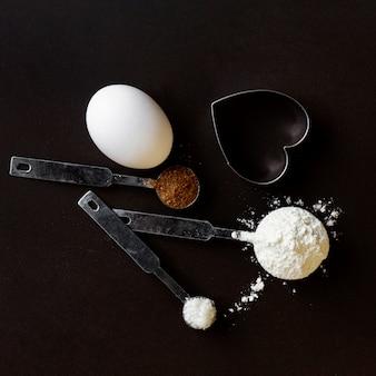 粉末とスプーンの配置