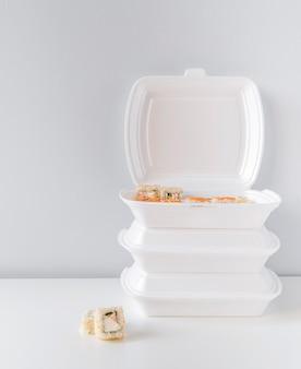 寿司とポークボウルのフルショット