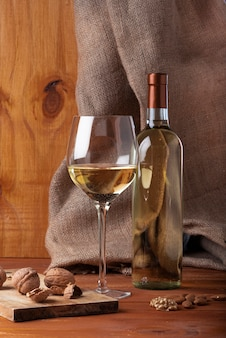 ワインとボトルのおいしいグラス