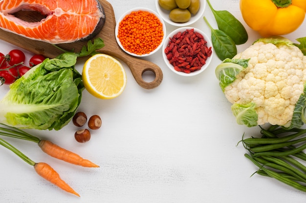 コピースペースを持つ野菜のフラットレイアウト