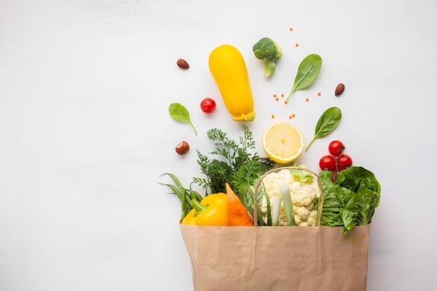 Плоская кладка сумки с продуктами