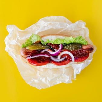 トップビューのハンバーガーの食材