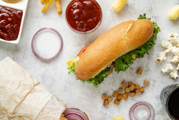 軽食とトップビューサンドイッチ