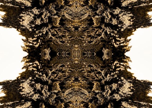 白い背景に分離された金属のシェービングの万華鏡のような抽象的なパターン