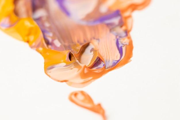 オレンジと紫の混合塗料