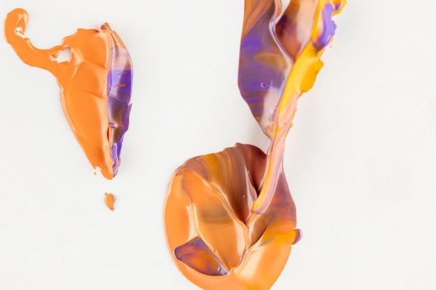 オレンジと紫の混合塗料の平面図