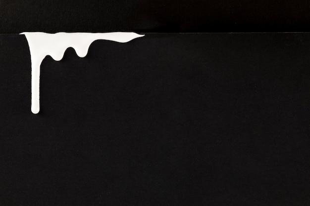 モノクロの滴下ペイントの背景