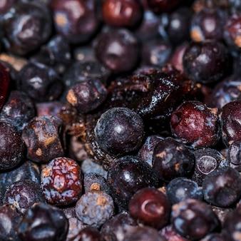 市場に出回っている乾燥した天然梅