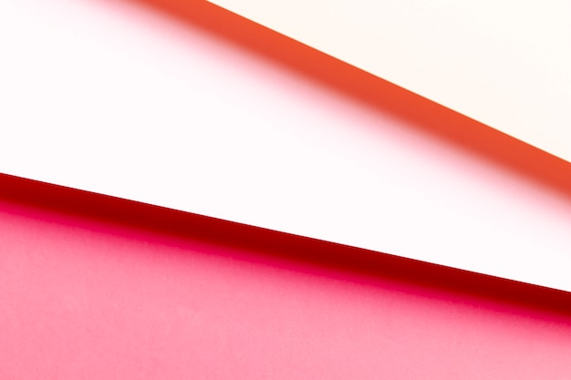 フラットは、赤い紙のさまざまな色合いを置きます