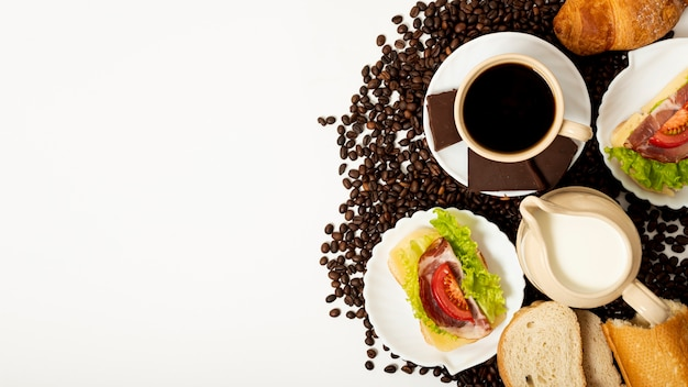 コピースペースコーヒーと朝食の配置