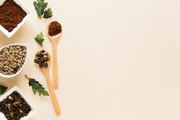コーヒーとコピースペースの木製スプーン