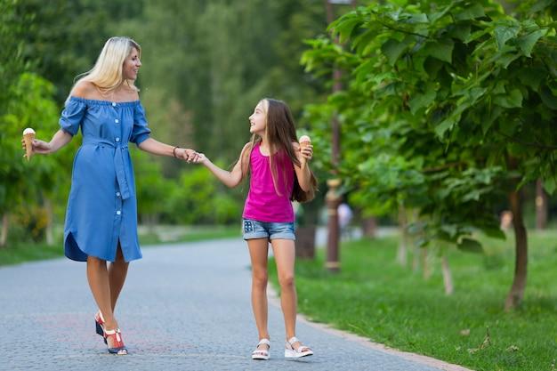 公園で母と娘