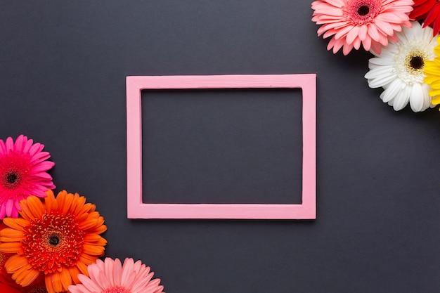 Симпатичная композиция из гербер с цветами и копией пространства