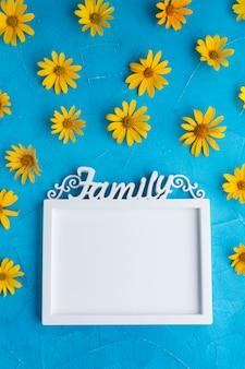 スペインのカキの花に囲まれたビンテージフレーム
