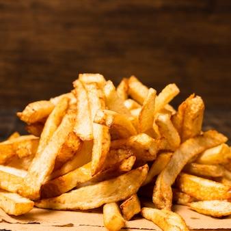 Крупный план золотого картофеля фри