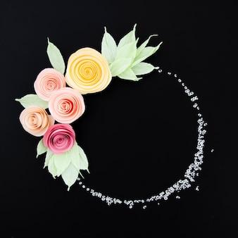 Декоративная цветочная рамка на черном фоне