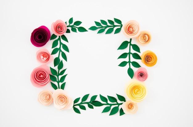 紙で作られたフラットレイアウトカラフルな花のフレーム