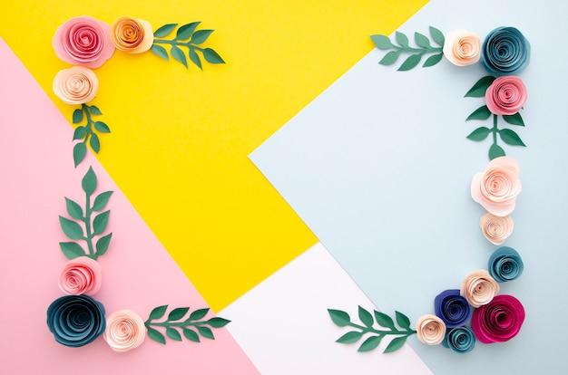Разноцветный фон с рамкой из цветов
