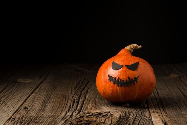 Жуткое украшение хэллоуин тыква