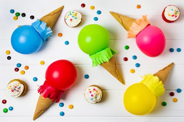 風船で作ったアイスクリーム