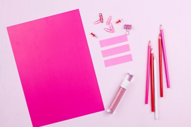 Концепция розового стола сверху
