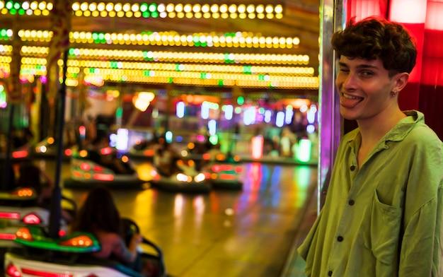 Молодой человек с языком на ночь