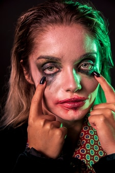 Крупным планом женщина макияж как портрет клоуна