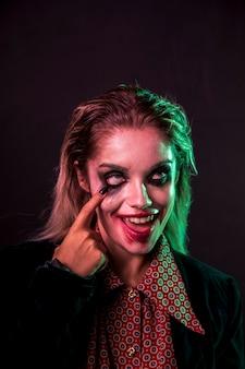 Женский макияж как портрет клоуна