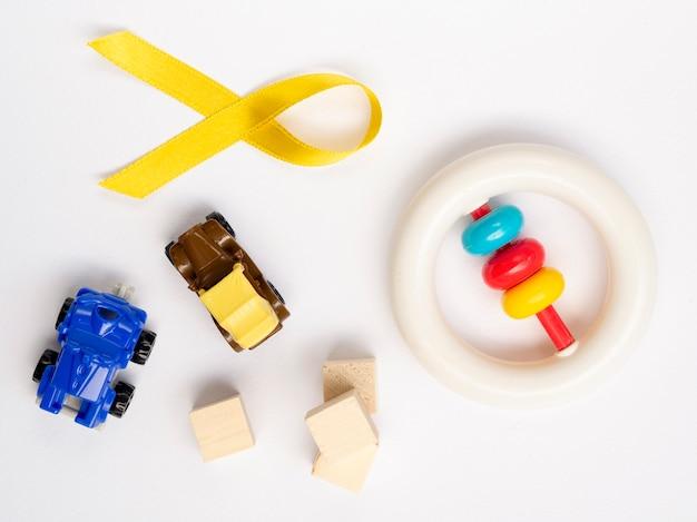 おもちゃとリボンのフラットレイアウト