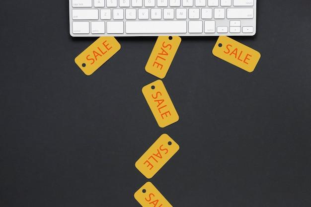Вид сверху продажи знаков возле клавиатуры