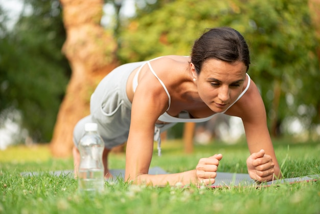 Полная тренировка планки женщины