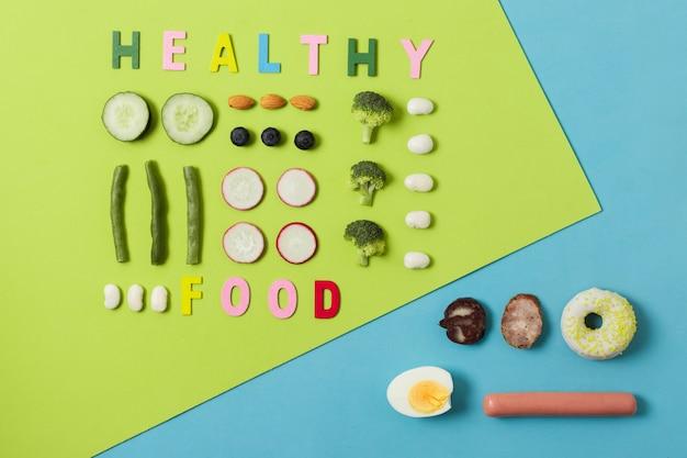 Сравнение вида сверху между овощами и мясом