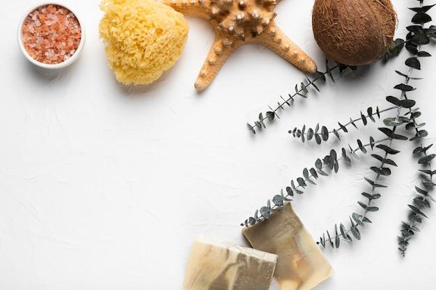 テーブルの上の化粧品のライフスタイル製品