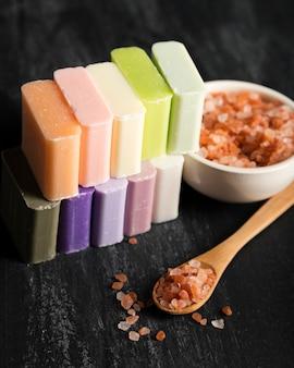 ハイアングル石鹸とミネラル塩