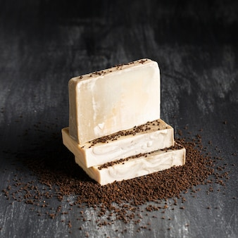 コーヒー粉で作られた正面の石鹸