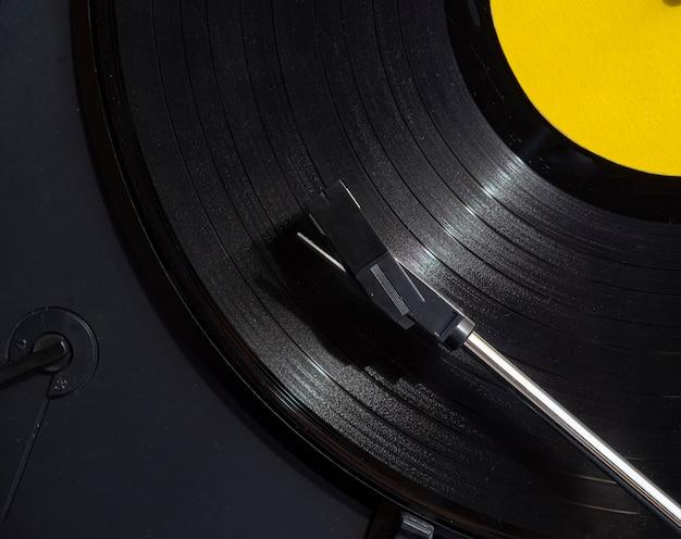 極端なクローズアップショットのビニールレコードの再生