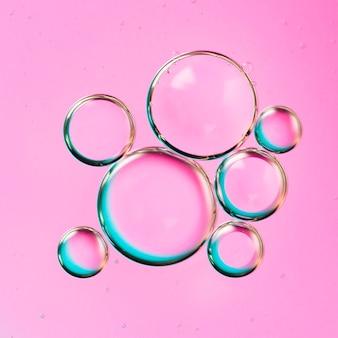 Градиентный архипелаг пузырьковых капель в воде