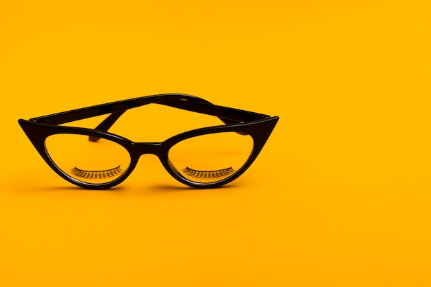 Крупным планом ретро черные очки