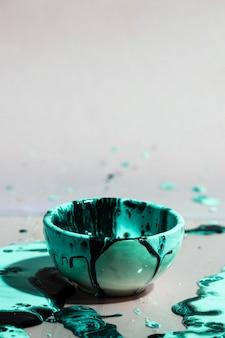 緑の塗料スプラッシュと抽象的な背景
