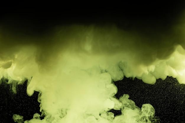 緑の雲と黒の背景